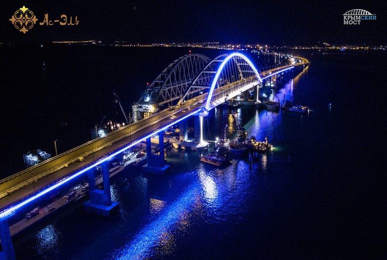 Через Крымский мост до гостиницы в Коктебеле.